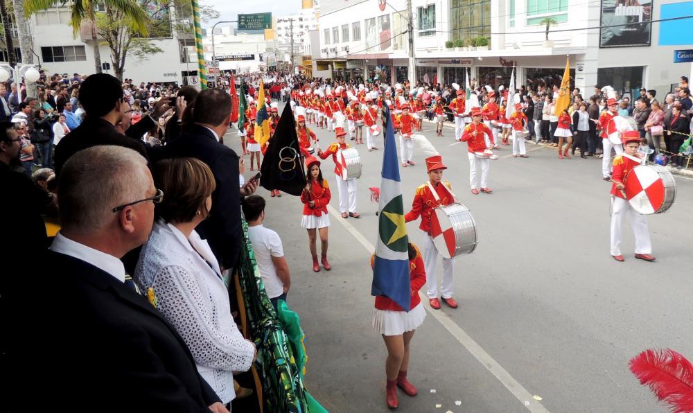 Desfile cívico de 7 de setembro reúne milhares de pessoas em Ituporanga