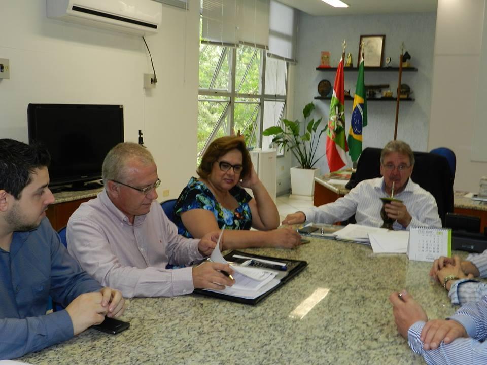 Prefeito Arno viaja a Florianópolis e Brasília para agilizar liberação de recursos para Ituporanga