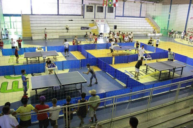 Iniciam escolinhas de futsal, xadrez e tênis de mesa em Ituporanga