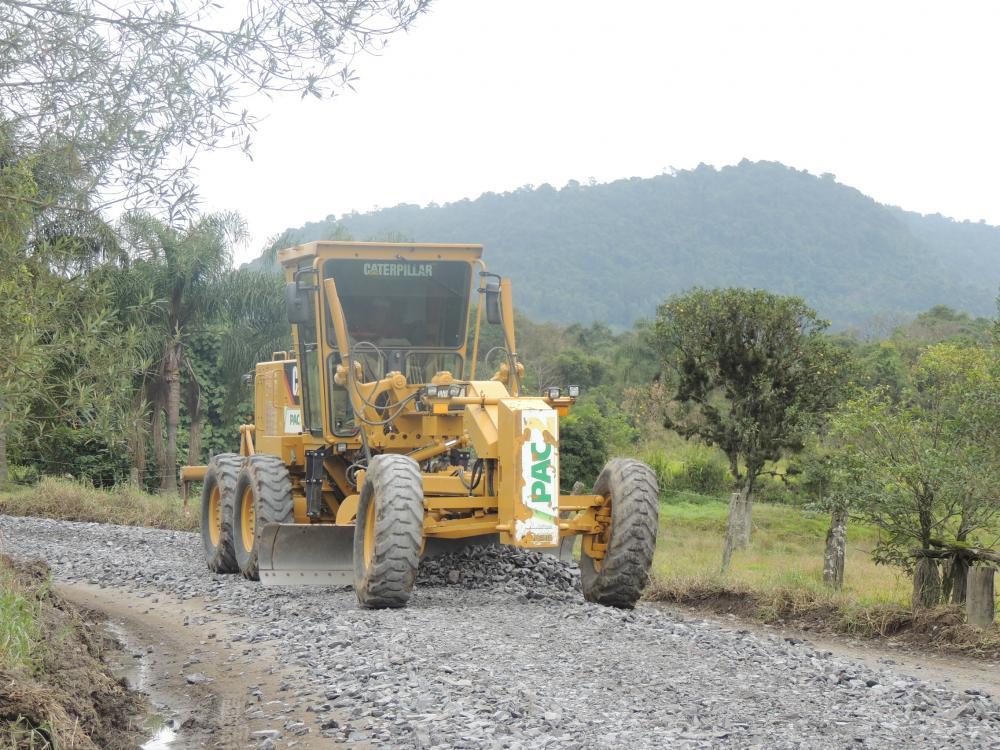 Ituporanga: Estrada do Rio das Pedras recebe manutenção
