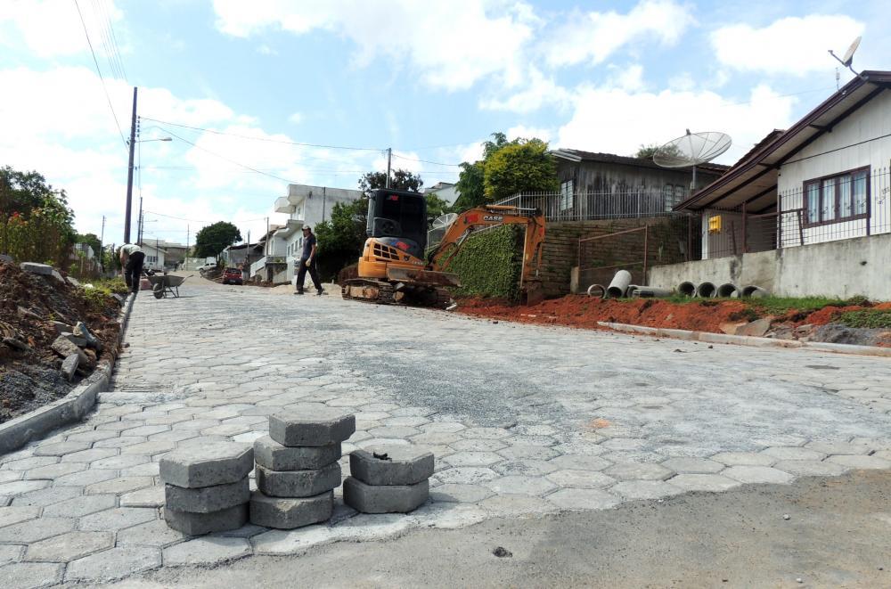 Prefeitura conclui pavimentação da Rua Henrique Schumacher