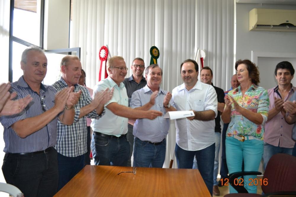Prefeito entrega Ordem de Serviço para construção da creche em Ituporanga