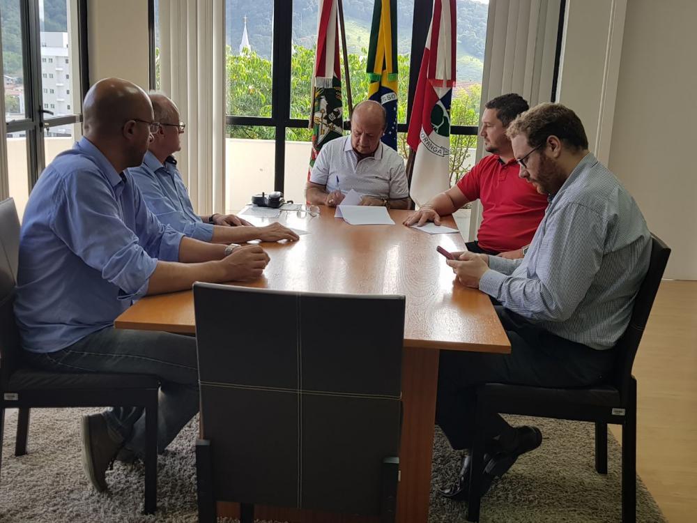 Ordem de Serviço para pavimentação da Rua Duque de Caxias é assinada em Ituporanga