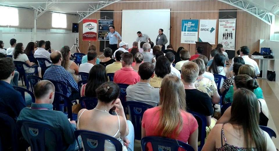 Empresários do Programa de Fortalecimento Empresarial de Ituporanga participam de Simpósio Regional
