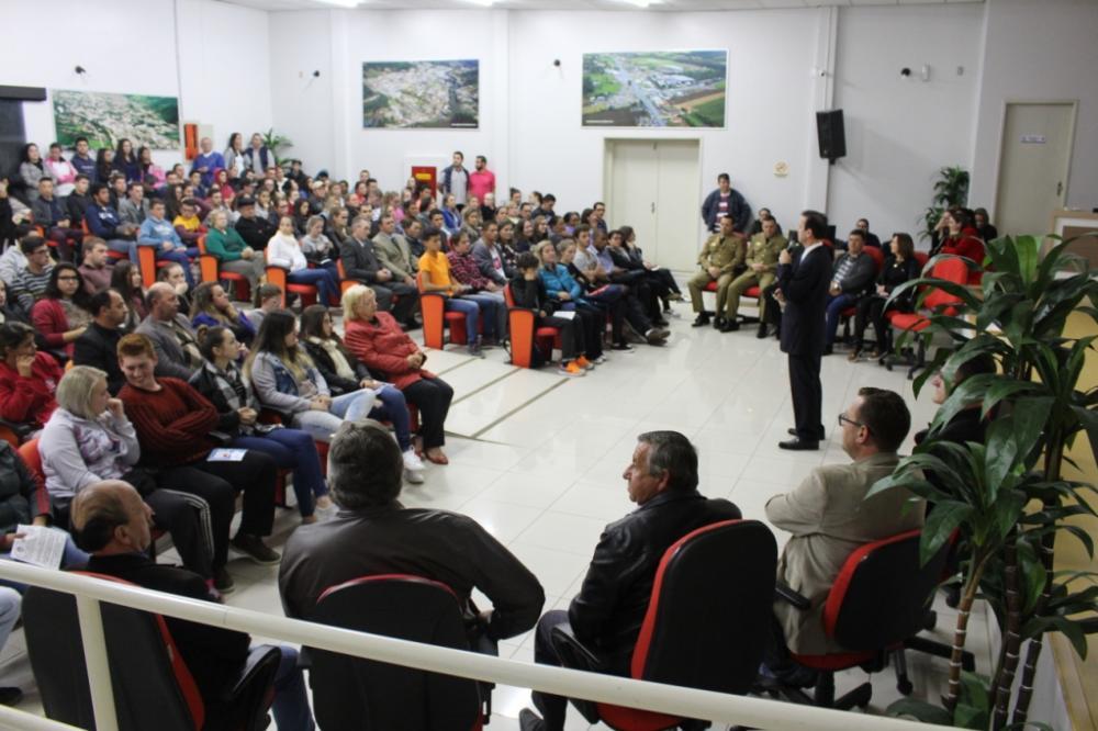 Palestra sobre drogas lota auditório da Câmara de Vereadores em Ituporanga