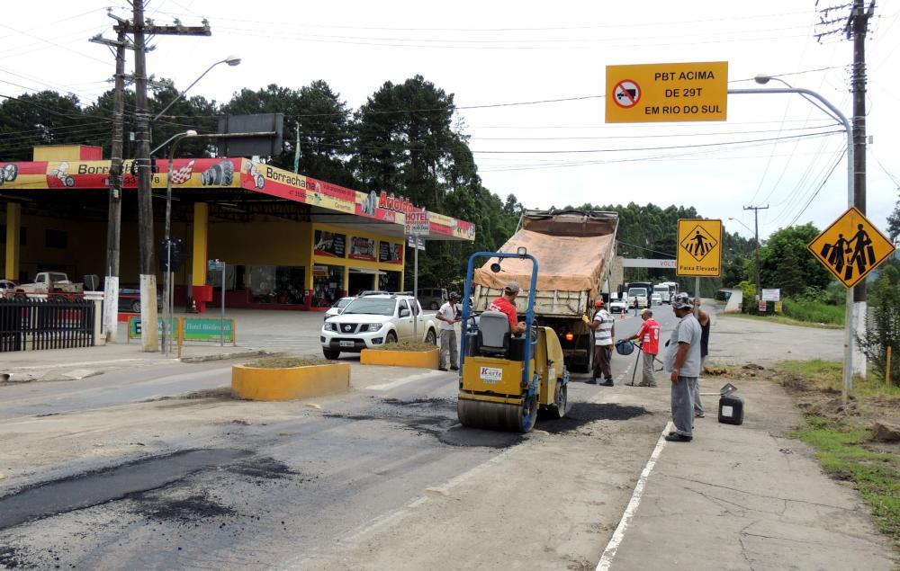 Prefeitura de Ituporanga realiza operação tapa-buracos
