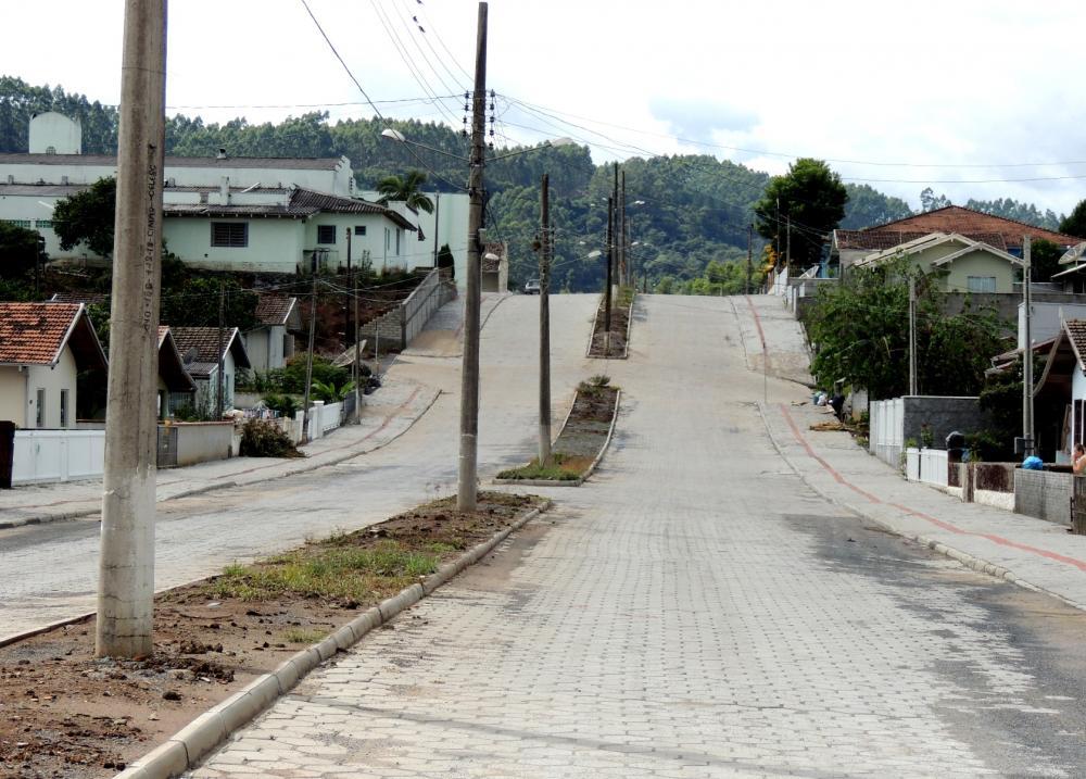 Prefeitura conclui serviço de pavimentação da Avenida Rui Barbosa