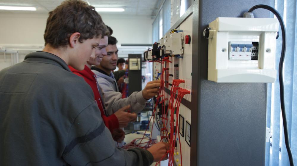 SENAI de Ituporanga dispõe de vagas para o curso de Eletricista de Manutenção