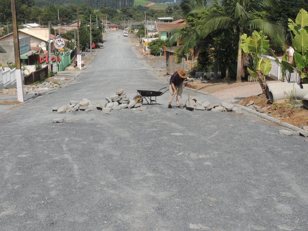 Prefeitura conclui pavimentação da Rua Joaquim de Oliveira