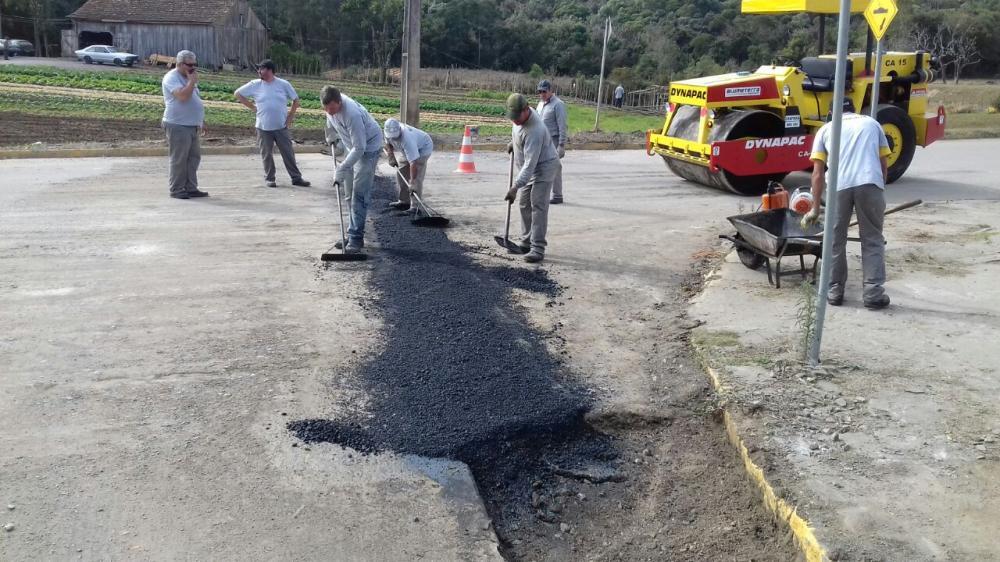 Prefeitura de Ituporanga realiza operação tapa-buraco