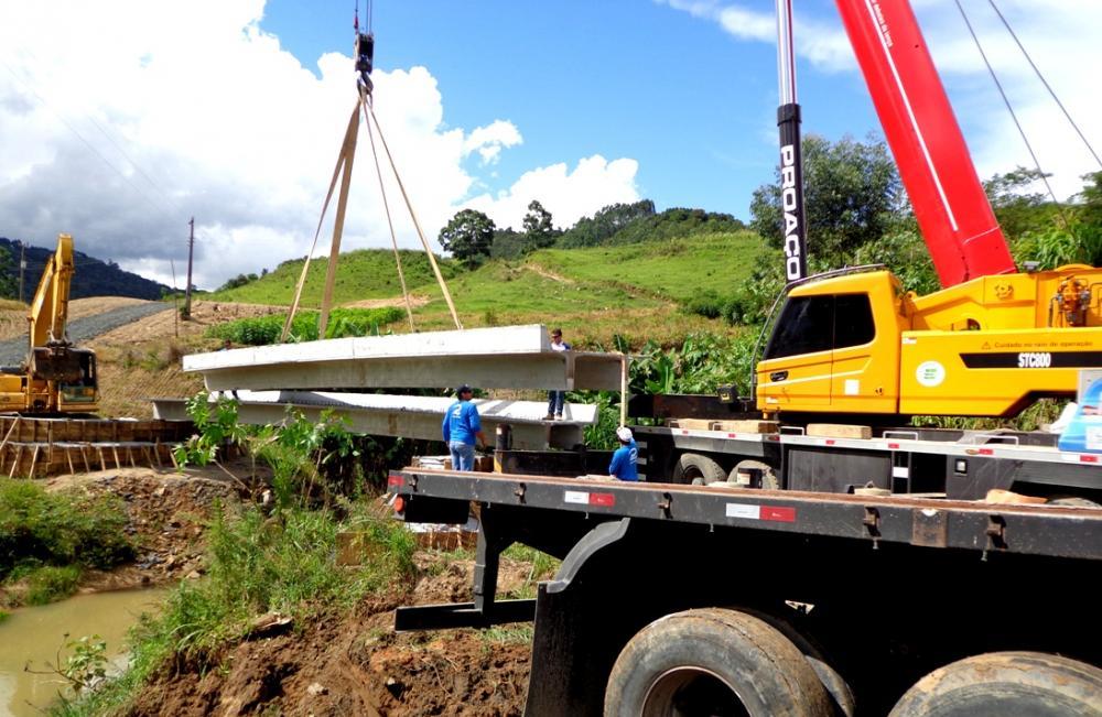Secretaria de Infraestrutura trabalha na construção de pontes nas comunidades de Ituporanga