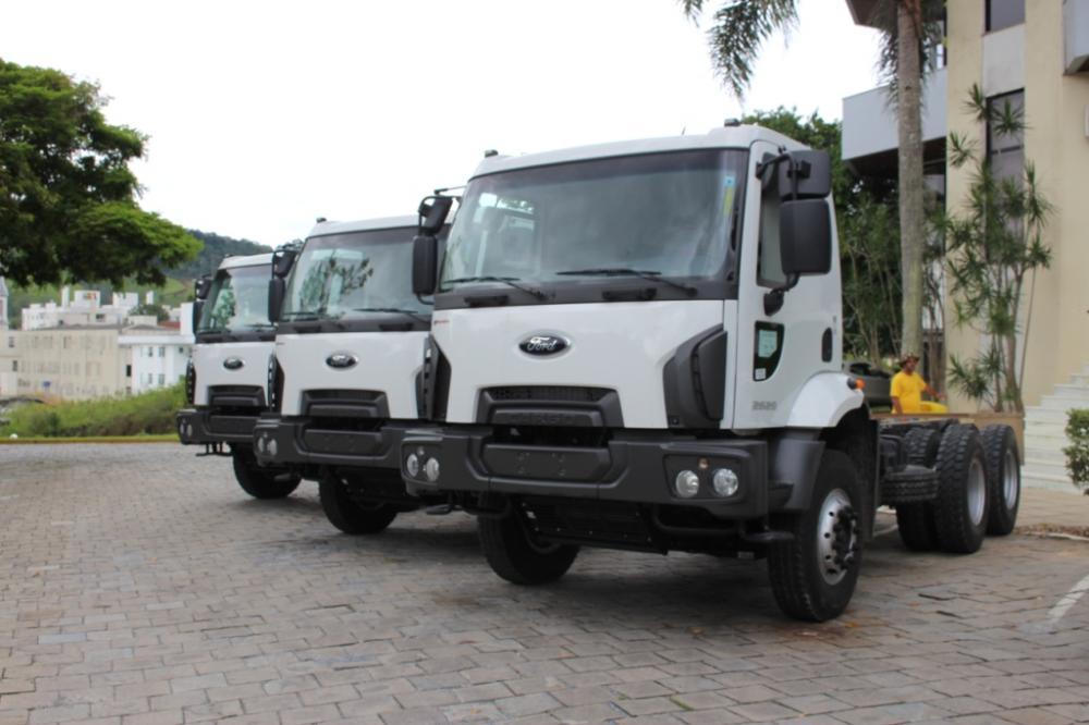 Ituporanga recebe três caminhões novos