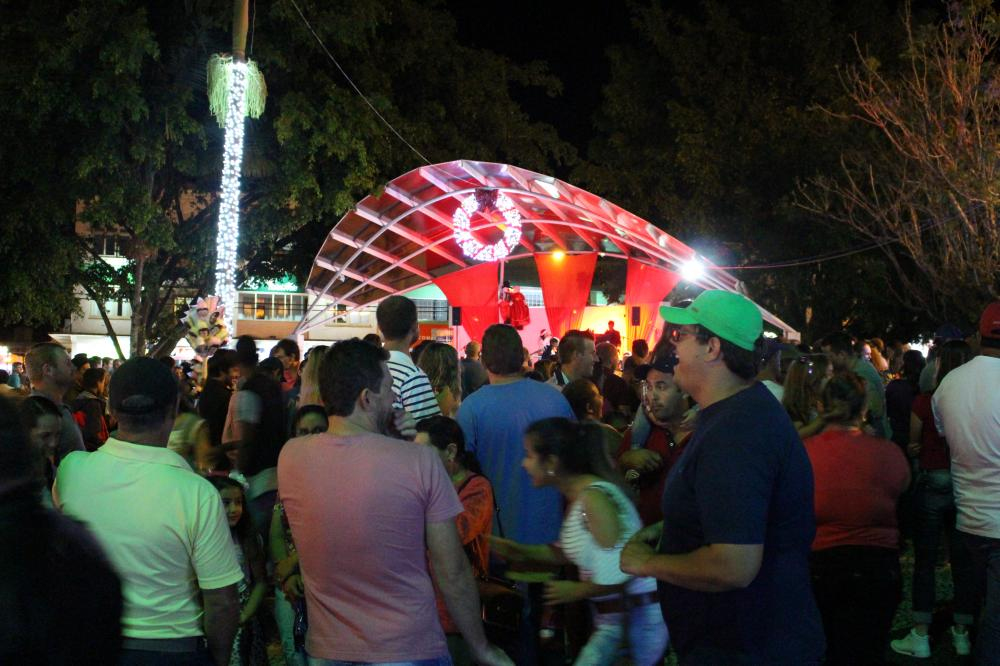 Mais de três mil pessoas prestigiaram a abertura do Natal Mágico
