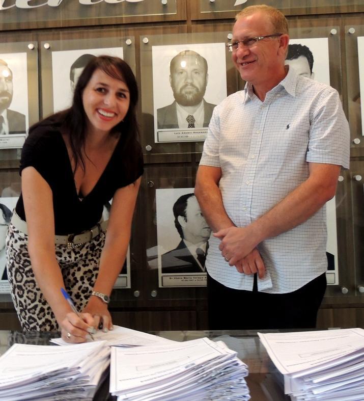Servidores aprovados no concurso da Prefeitura de Ituporanga tomam posse