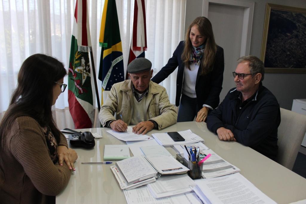 Assinada Ordem de Serviço para pavimentações no bairro Santo Antônio em Ituporanga