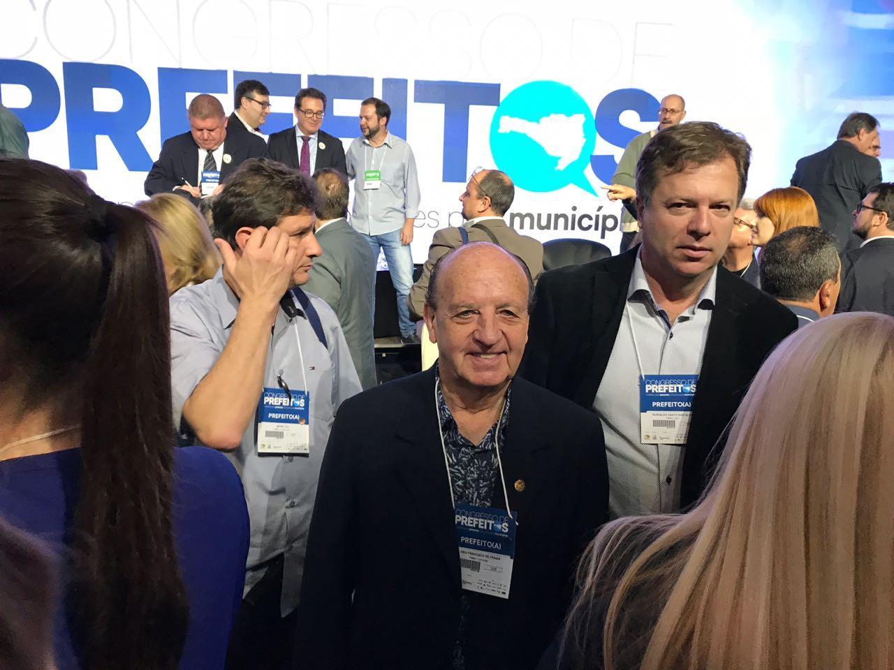 Prefeito Lorinho participa de Congresso de Prefeitos promovido pela Fecam
