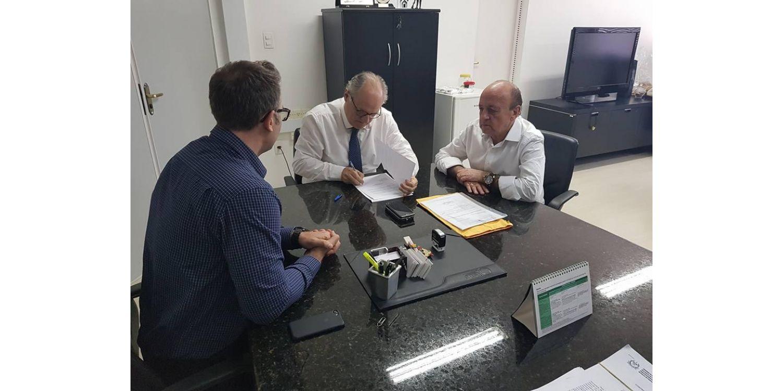 Prefeito de Ituporanga cumpre agenda em Florianópolis e assina convênios