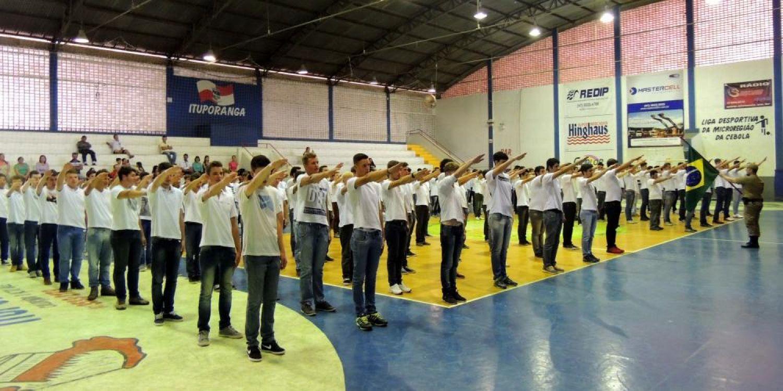 Jovens de Ituporanga recebem certificados de dispensa de incorporação