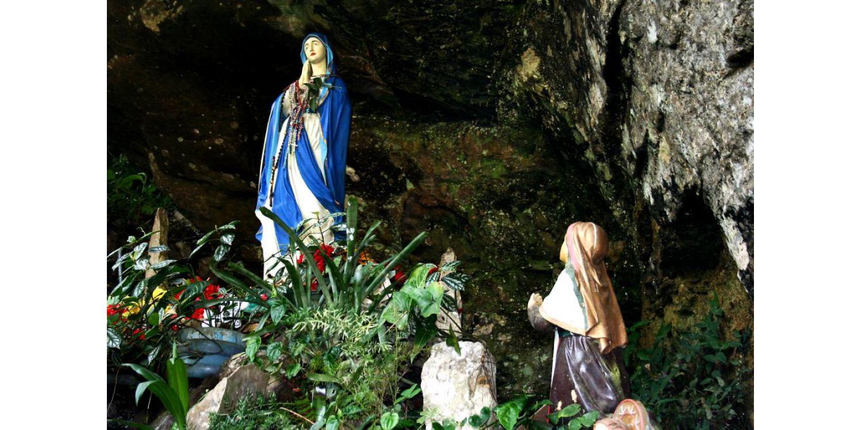 Prefeitura realiza limpeza e manutenção da Gruta Nossa Senhora de Lourdes para receber fiéis