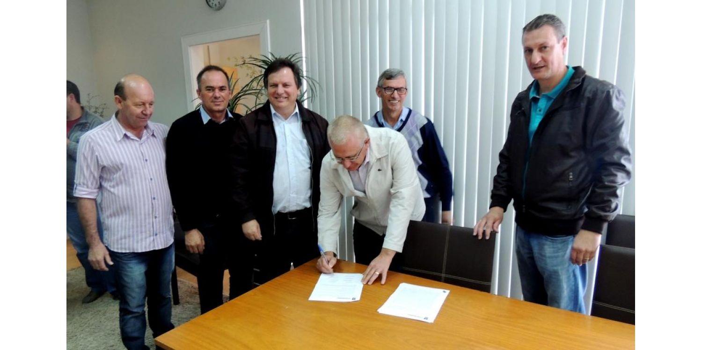 Prefeitos da região da cebola assinam convênio para garantir sobreaviso de ortopedia no HBJ