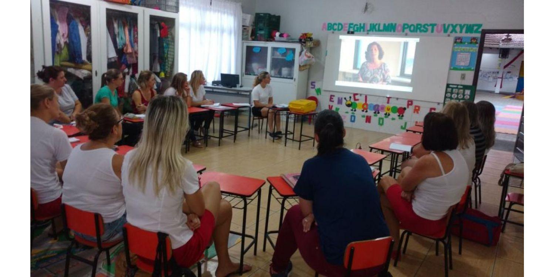 Profissionais da Educação de Ituporanga participam do dia de mobilização para estudo da BNCC