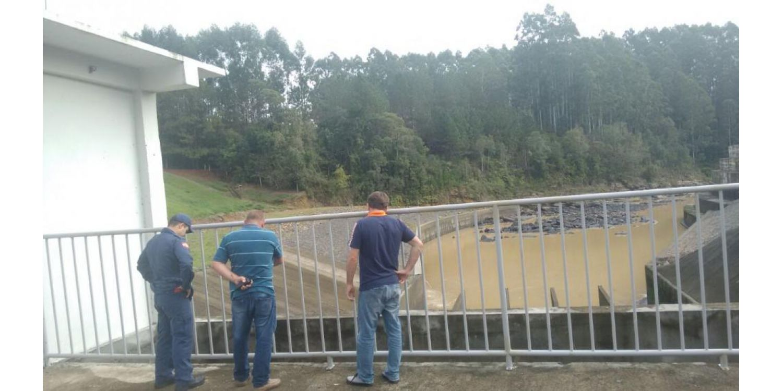 Defesa Civil de Ituporanga realiza monitoramento de rio e Barragem Sul