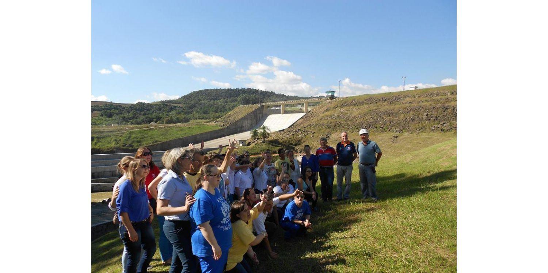 Defesa Civil acompanha visita de APAE's do Alto Vale à Barragem Sul de Ituporanga