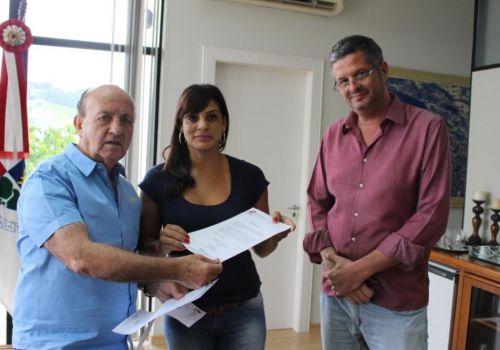Prefeito Lorinho assina ordem de serviço para reforma de praça no bairro Nossa Senhora de Fátima