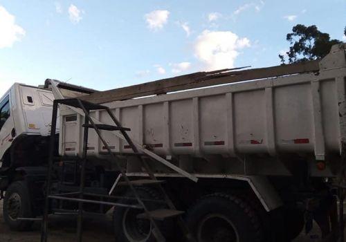 Administração adquire lonas e garante segurança no transporte de macadame e cascalho em Ituporanga