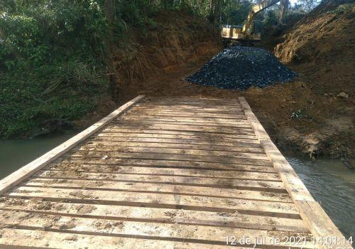 Administração de Ituporanga constrói ponte provisória de acesso a Tifa Mees