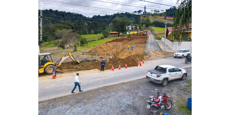 Administração inicia trabalhos de  revestimento primário em Rua que dará acesso ao Santuário