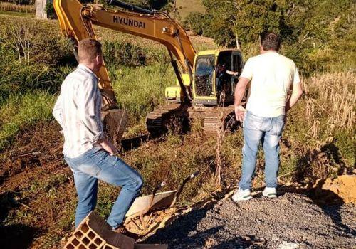 Administração realiza desassoreamento em rios para evitar alagamentos