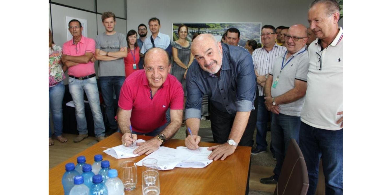 Administração Municipal de Ituporanga assina convênios com a Casan somando mais de R$ 1 milhão