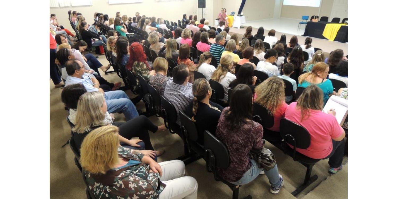 Seminário do PNAIC reúne centenas de educadores em Ituporanga