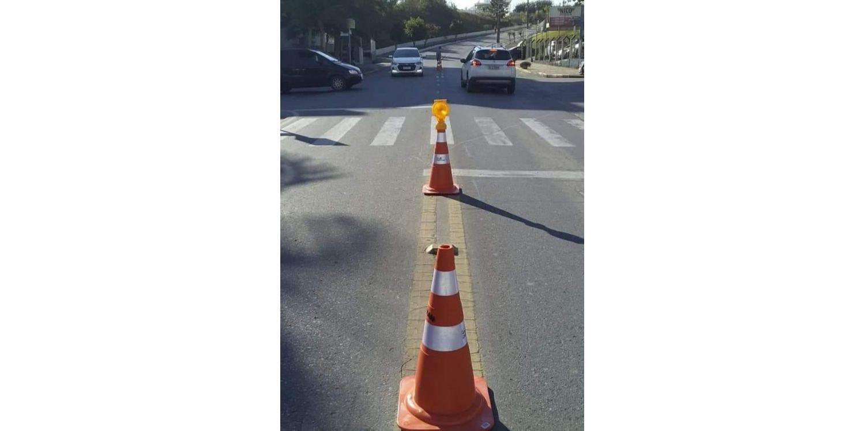 Cones sinalizadores são fixados em locais mais movimentados do centro  para evitar acidentes