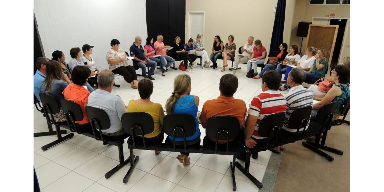 Secretaria da Saúde se reúne com moradores do bairro Vila Nova para discutir qualidade do serviço