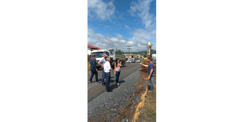 Iniciada pavimentação na Rua Augusto Willemann no Bairro Cerro Negro