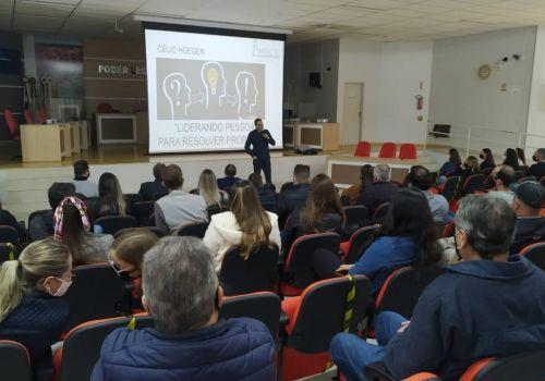 Mais de 120 servidores participaram de palestras de capacitação em Ituporanga