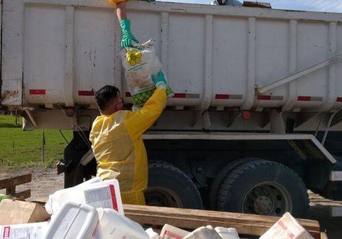 Mais de 3500 embalagens de agrotóxicos foram recebidas no  primeiro dia de Campanha de Recolhimento