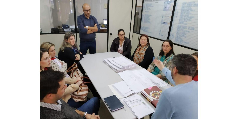 Escolas municipais recebem documentação de Habite-se