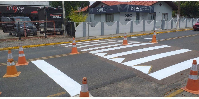 Pintura das faixas de pedestres da Rua: Presidente Vargas