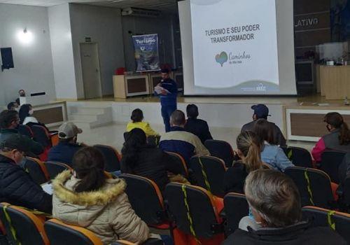 Planejamento turístico de Ituporanga  foi tema de reunião que reunião cerca de 50  empresários do se