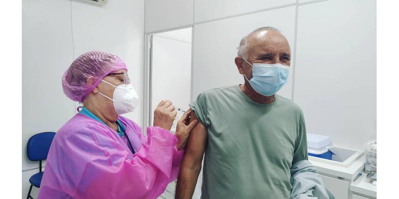 Prefeito de Ituporanga Gervásio Maciel, toma primeira dose da vacina contra a COVID-19