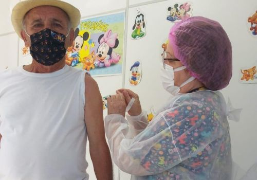 Prefeito de Ituporanga, o mais idoso de SC, recebe segunda dose da CoronaVac