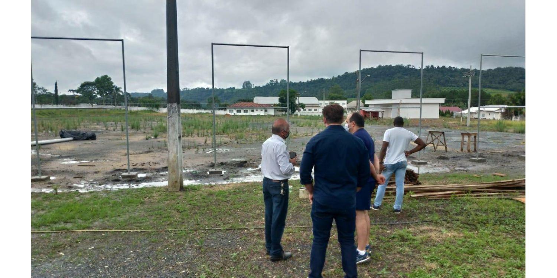 Prefeito e vice de Ituporanga vistoriam obras do novo Estádio Municipal Antonio Vandresen