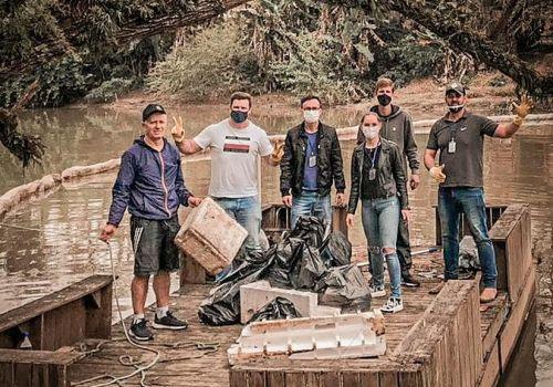 Quantidade de lixo acumulado por barreira ecológica instalada no Rio Itajaí do Sul  surpreende