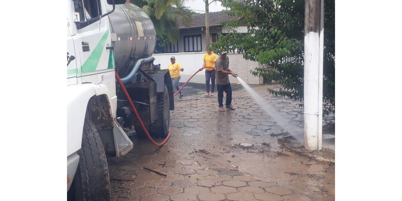 Semana inicia com limpeza em ruas de Ituporanga