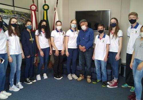 Vereadores Mirins de Ituporanga visitam gabinete do prefeito e secretarias nesta semana